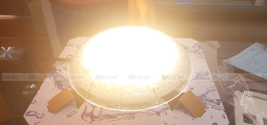 Đặc điểm số 3 đèn led bể bơi E-lumen