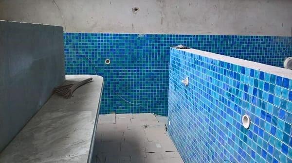 bể bơi gia đình anh Stephan Peire đang trong quá trình hoàn thiện