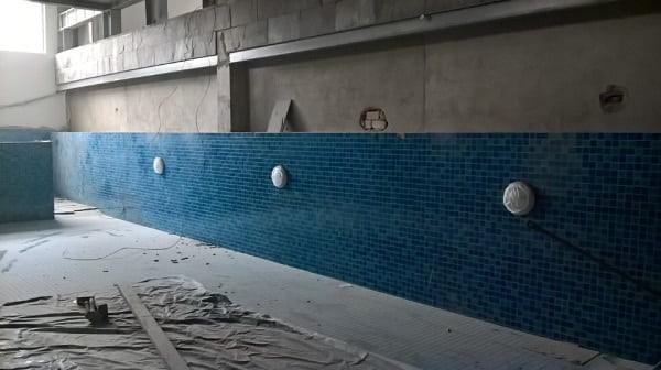 bể bơi gia đình anh Stephan Peire được lắp thiết bị hiện đại