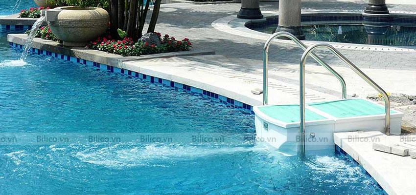 máy lọc bể bơi thông minh PK - 8026 lắp đặt tại thành bể