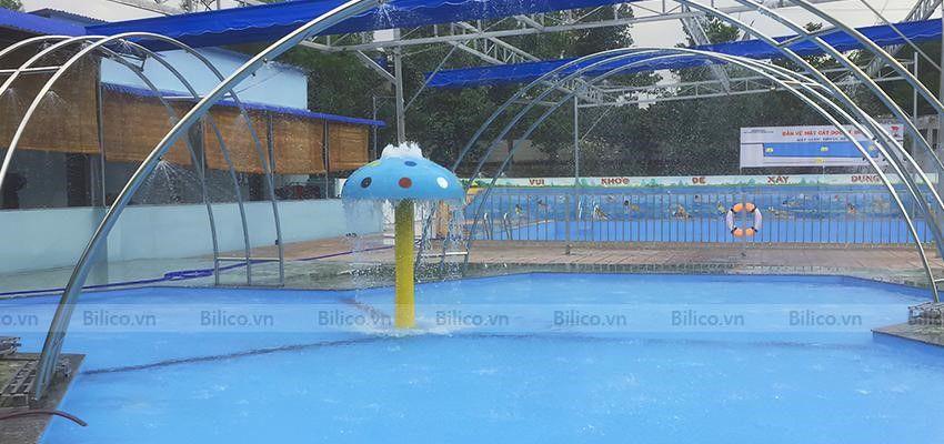Hình ảnh cây nấm phun nước tại bể bơi