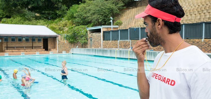 Còi cứu hộ bể bơi