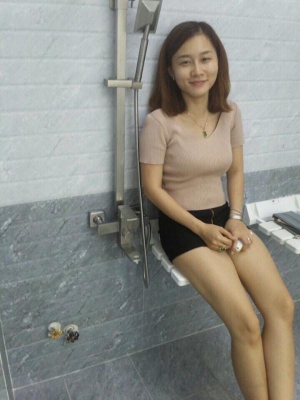 Chị Hồng - chủ nhà hài lòng công trình phòng xông hơi ướt do Bilico thi công