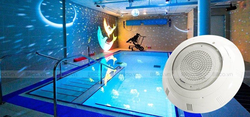 Hình ảnh đèn Emaux P100 tại bể bơi