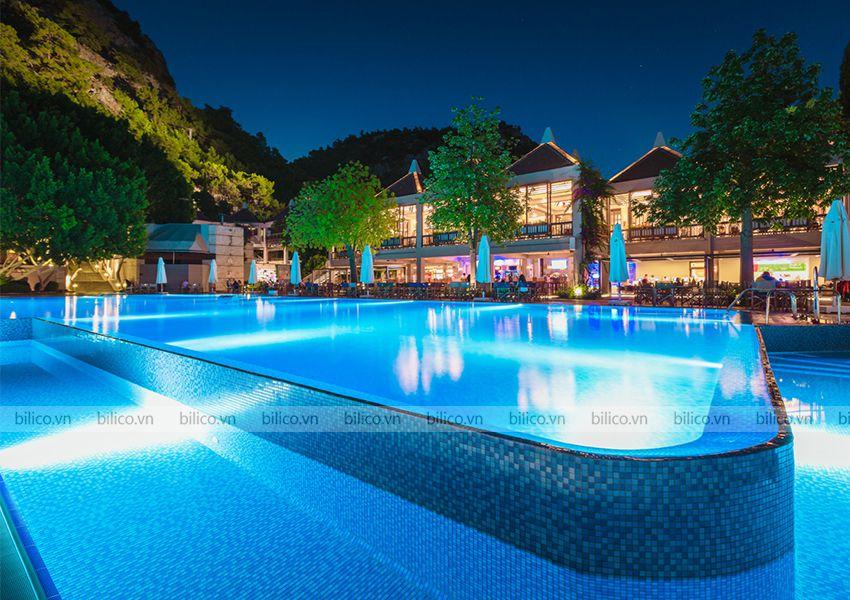 Ứng dụng đèn bể bơi Halogen Kripsol PEH100 - 300