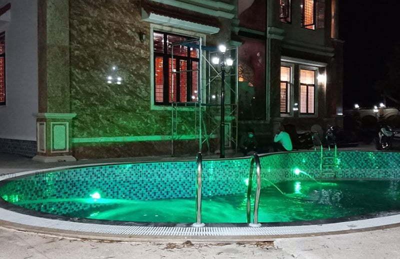 thiết bị chiếu sáng đèn bể bơi