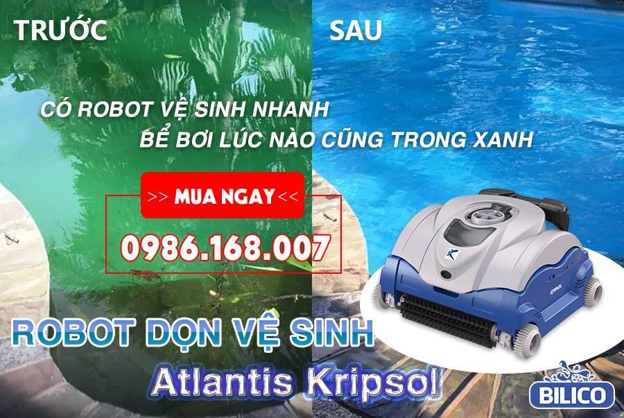 Robot vệ sinh bể bơi tiến hành hút cặn ở đáy bể bơi