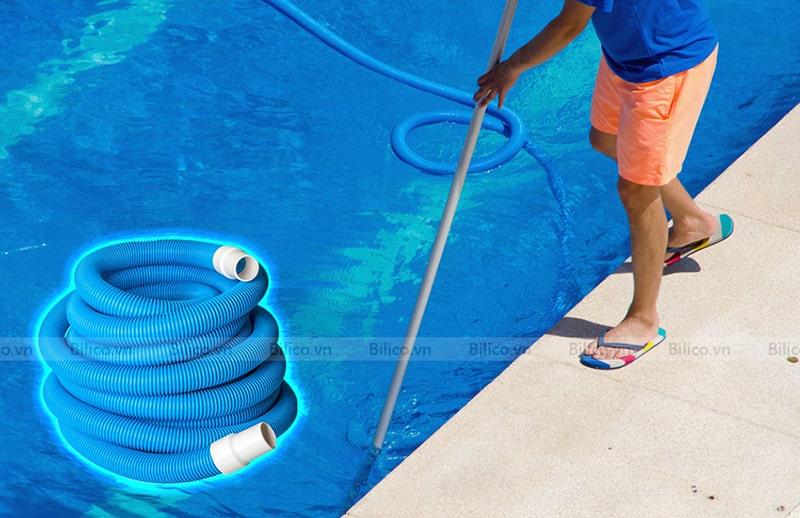 Ứng dụng ống mềm  Midas hút vệ sinh bể bơi