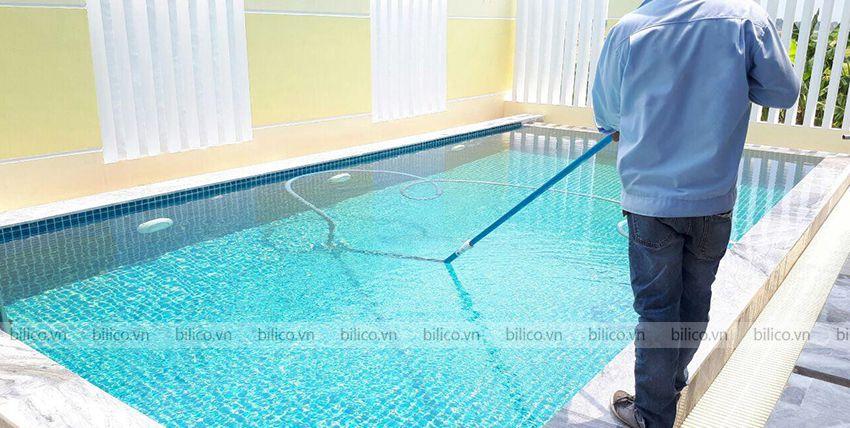 Ứng dụng ống mềmmProcopi hút vệ sinh bể bơi