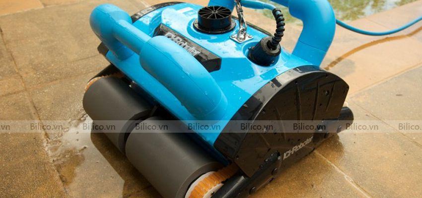 Hình ảnh robot icleaner 200 sau khi vệ sinh bể bơi