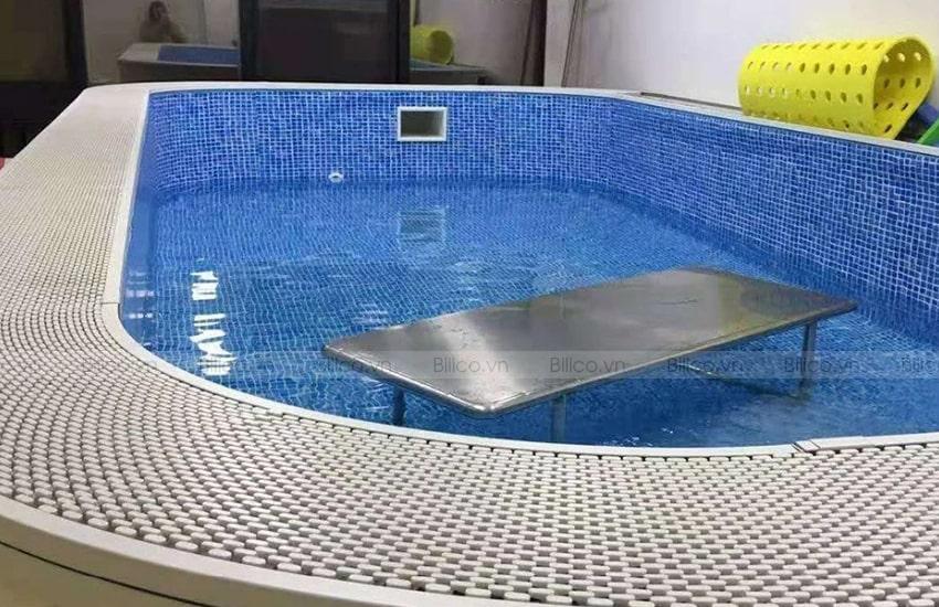 Ứng dụng thanh thoát tràn răng cưa 1 chấu tại bể bơi