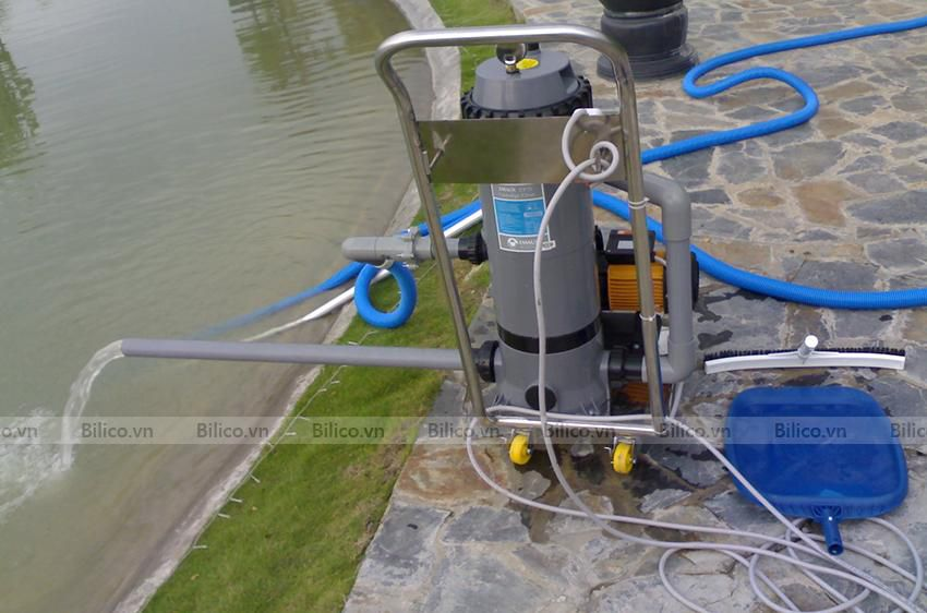 Ứng dụng xe đẩy vệ sinh bể bơi chuyên dụng
